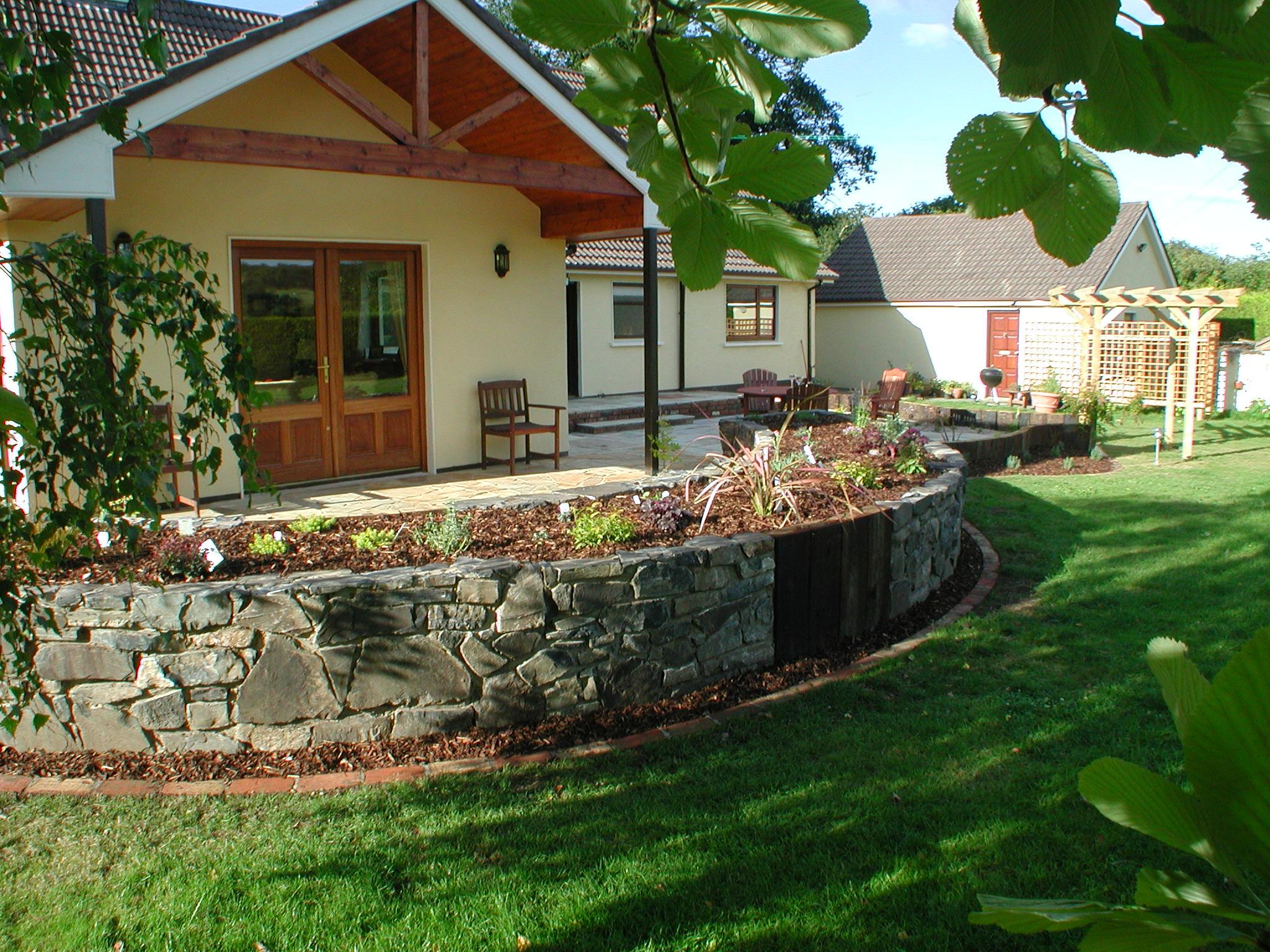 Raised beds garden design dublin for Garden design dublin