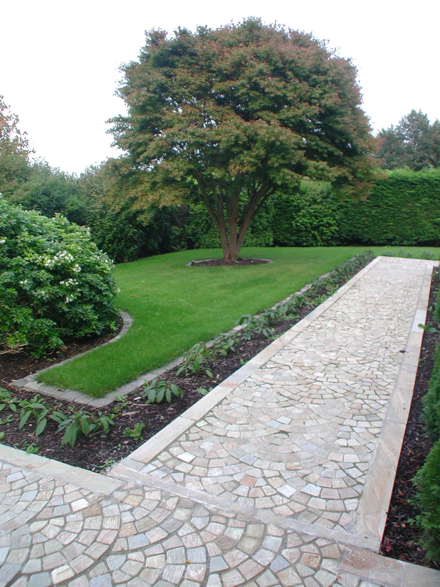 garden pathway design curbed pathway 10 ideas for garden paths
