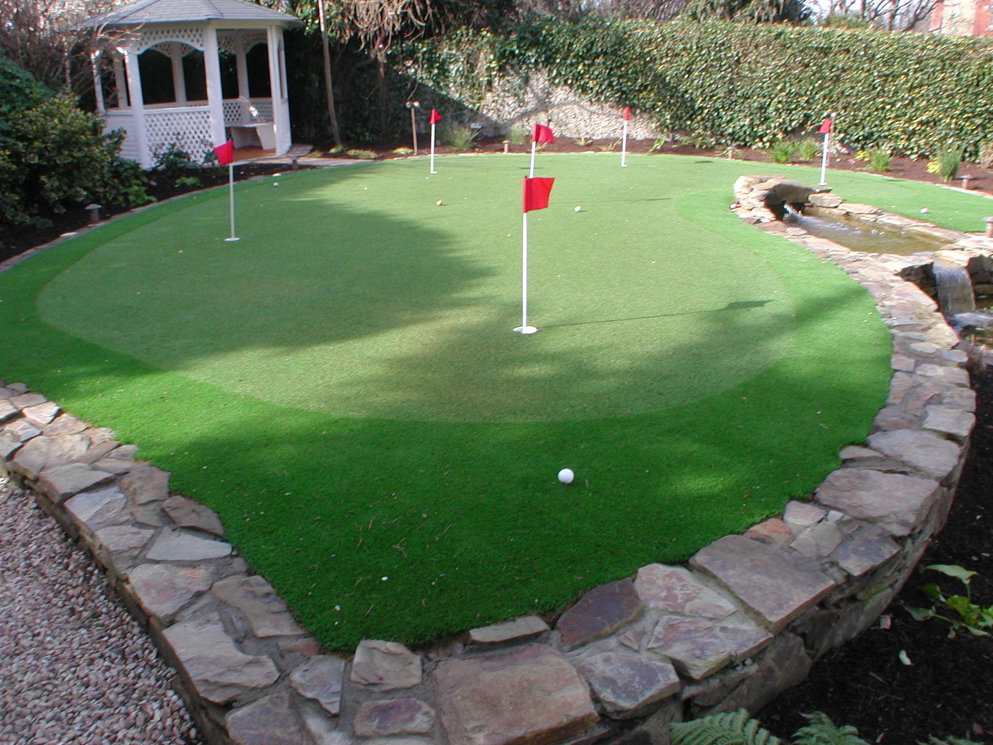 Lovely Golf Putting Green In A Garden Design   Landscaping.ie