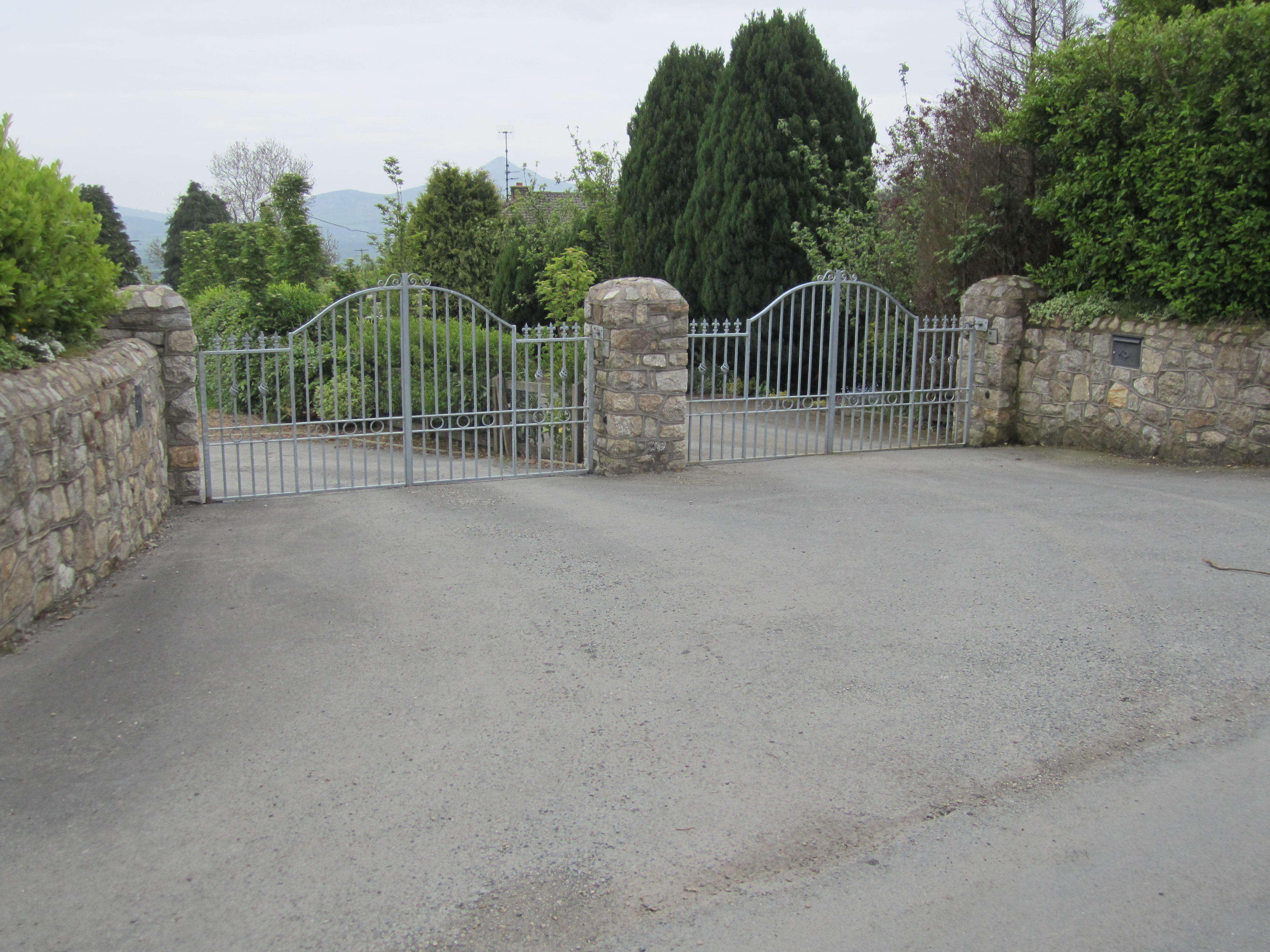 Driveway Entrance Pillars : Design and construction of driveway entrances landscaping ie
