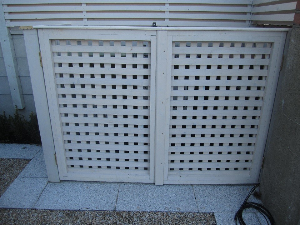 Wheelie bin screen