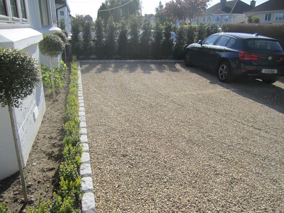 Ballylusk driveway and Portugeuse Laurel boundary hedge