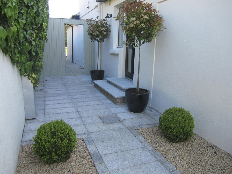 Paved step and frame planting