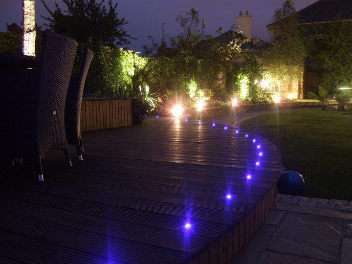 Outdoor garden lighting design landscape gardening experts for Garden lighting designs