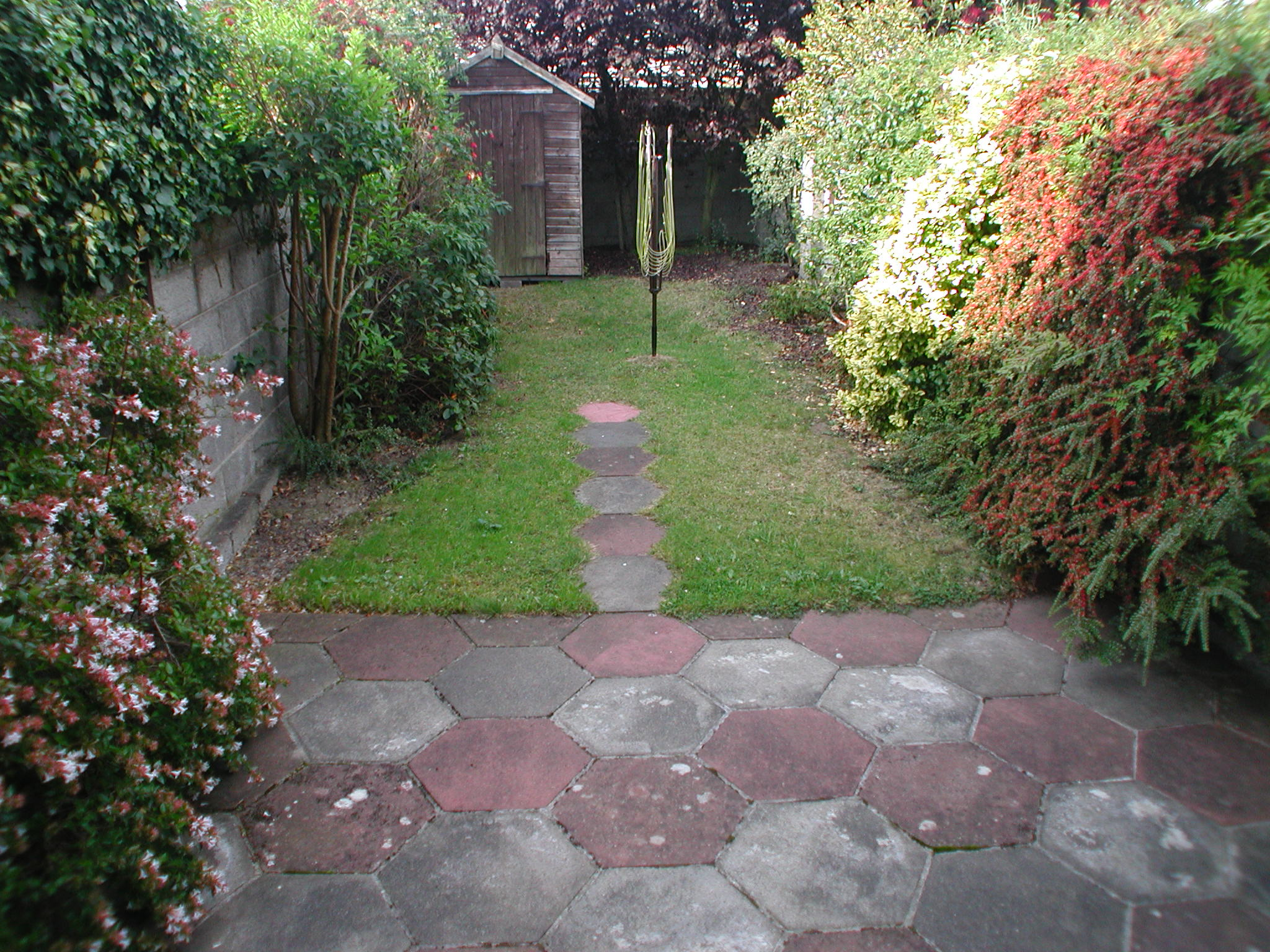 Landscape gardening services walkinstown dublin ireland for Award winning patio designs
