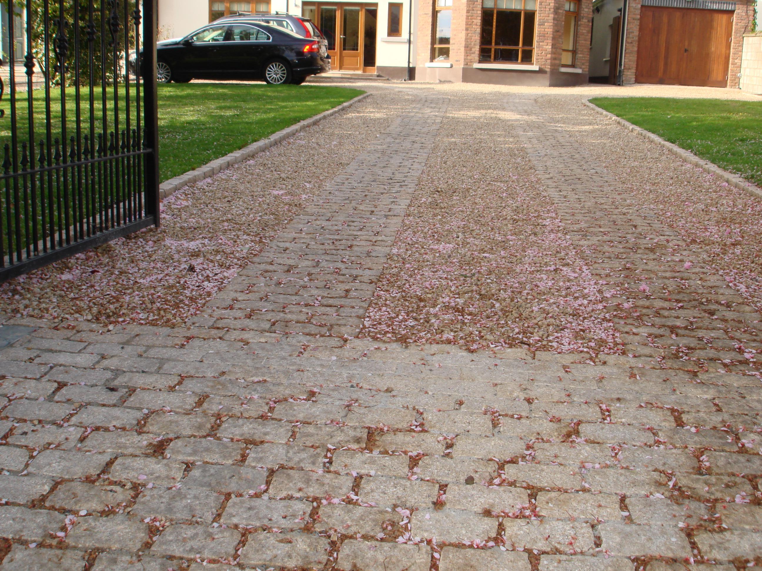 Driveways - Natural Stone, Cobblelock, Resin Bond, Gravel