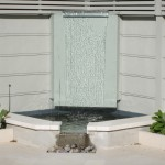 Formal sheet glass waterfeature