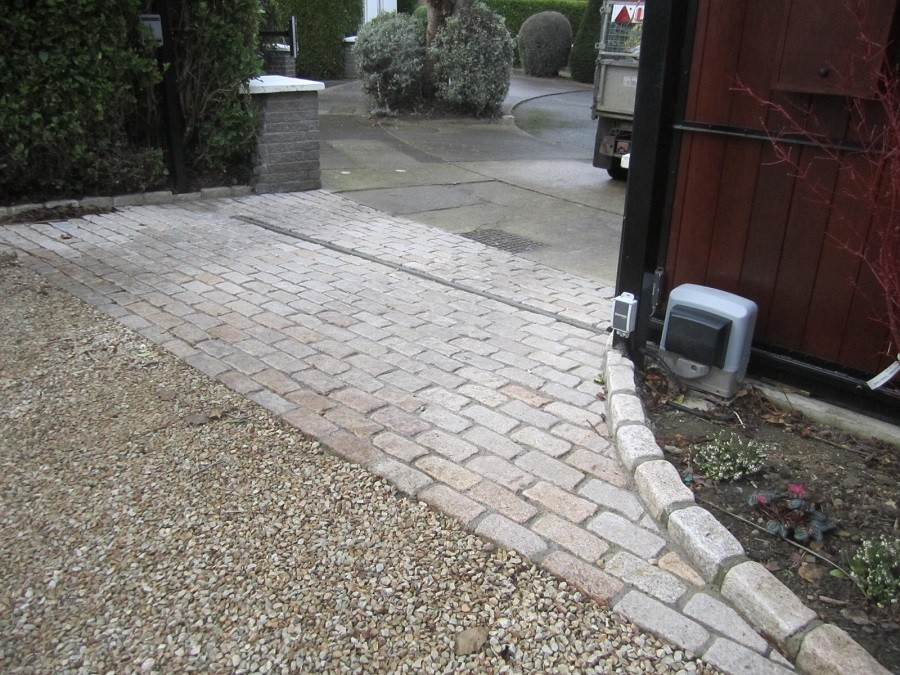 Ballylusk gravel, cobble apron and raised cobble edge