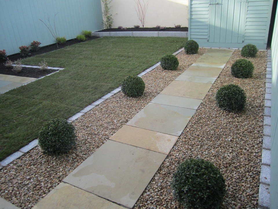 Path, Buxus balls and gravel
