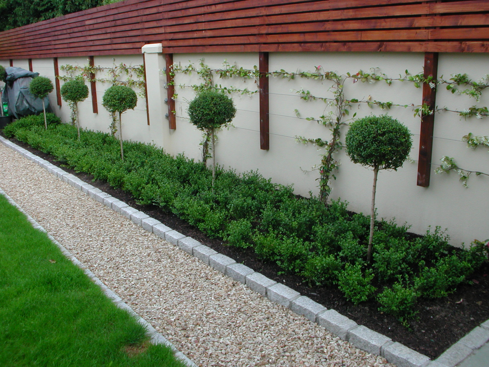 Garden Fencing Design Dublin, Wicklow - Landscaping.ie on Backyard Wall Design id=35200
