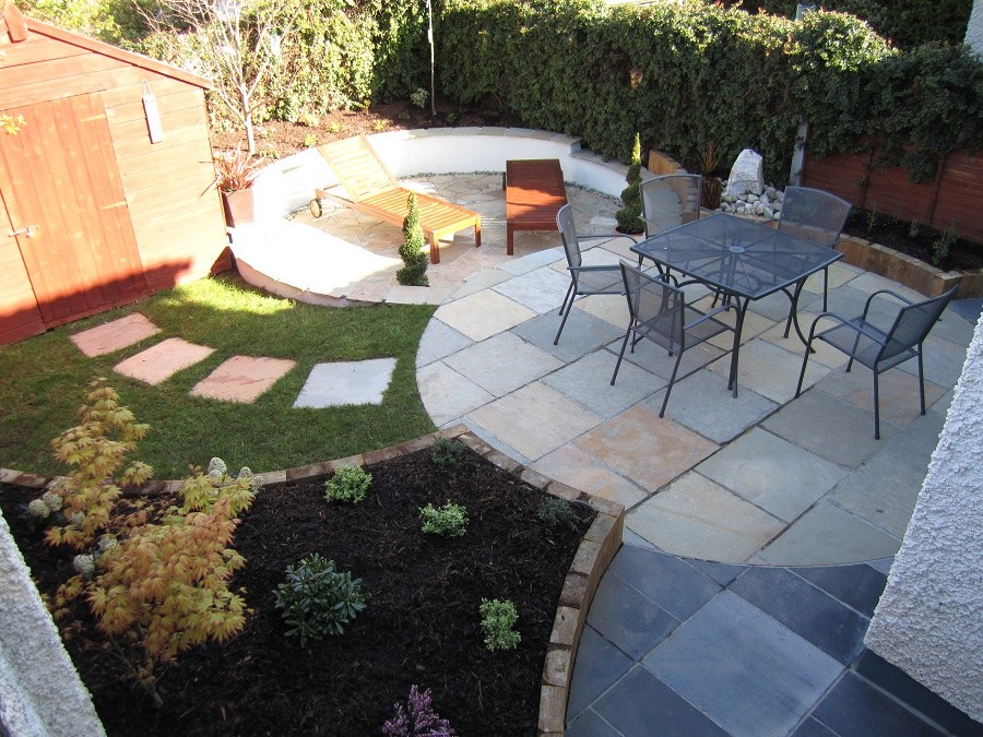 Circular themed low maintenance garden
